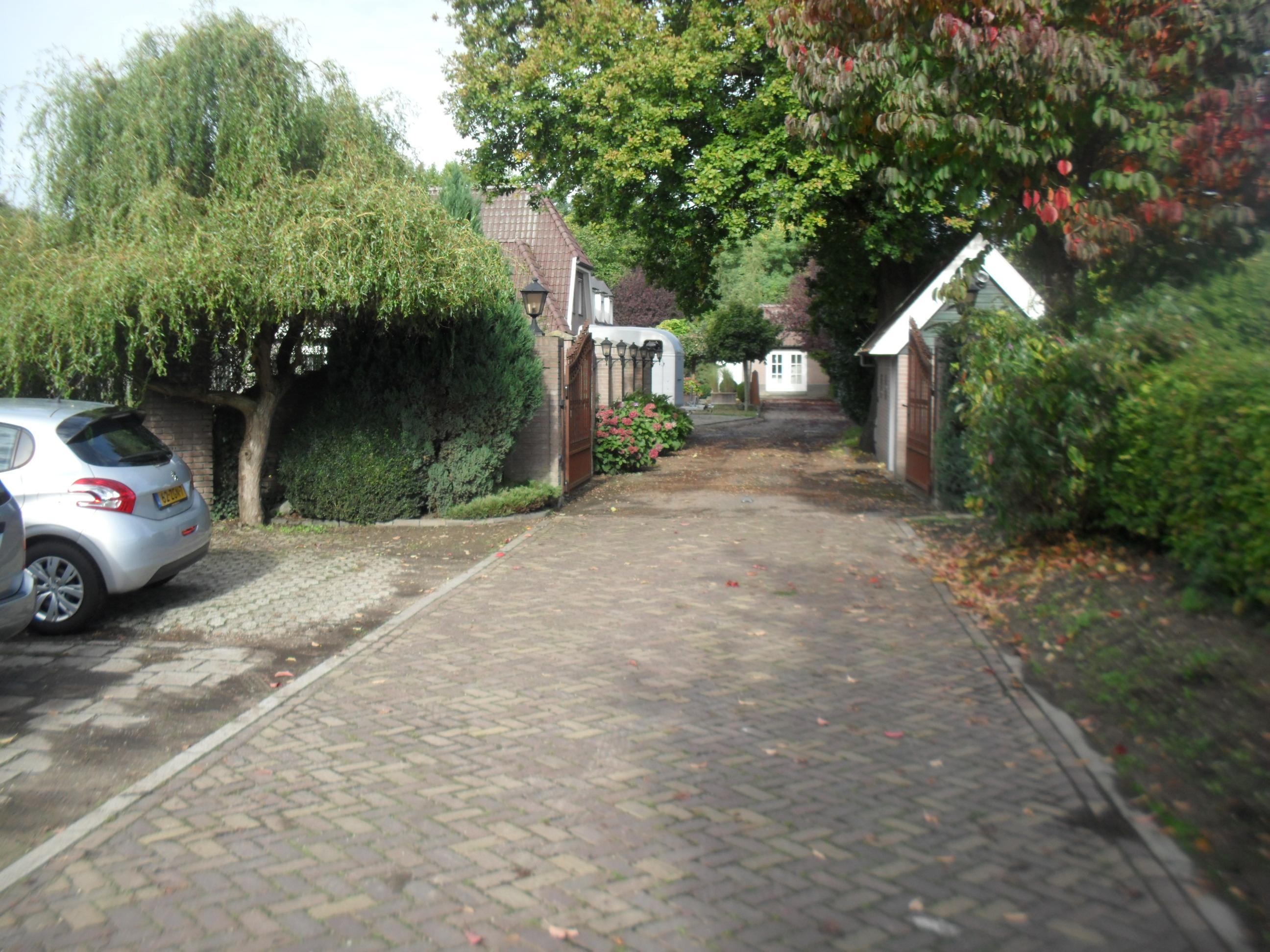 inrit naar Dorpsstraat 94, 96 en 98